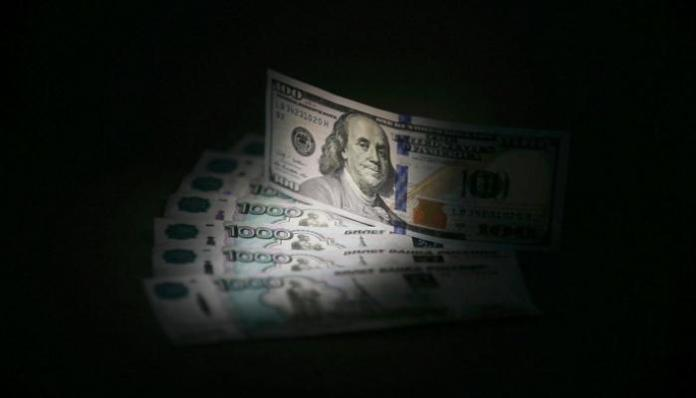 """The dollar will rise against the Iraqi dinar after approving the 2021 budget: There is a """"backup"""" plan to pay the matter, so what will happen! 140-204238-virus-russian-ruble-historic-decline-dollar_700x400"""