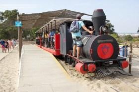 Video: Miniatur-Zug Pedras D'El Rei Resort Zum Barril Strand