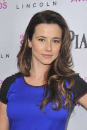 linda cardellini 2018 hair eyes