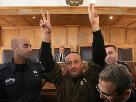Barghouti calls on Palestinians to continue showing support for hunger strikers