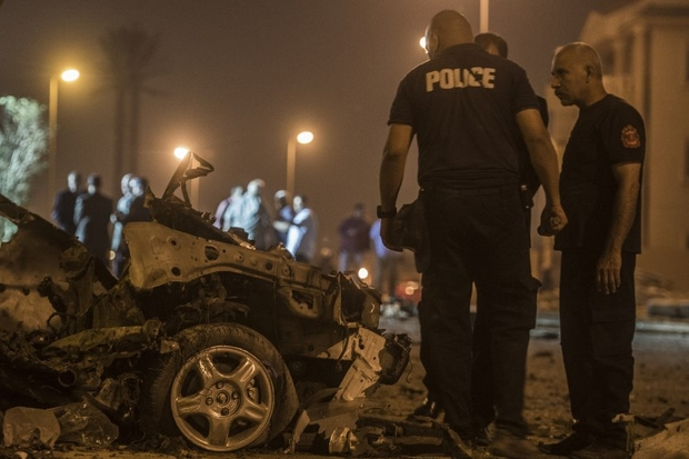 Roadside explosion in Cairo kills Egyptian policeman