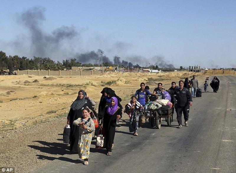 IS Shells Fleeing Civilians with Phosphorus Rockets in Mosul