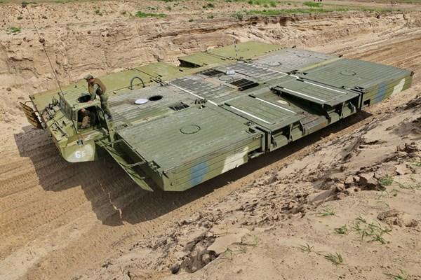 As Assad's Army converges on Der ez-Zor Russia sends pontoon equipment to help cross Euphrates