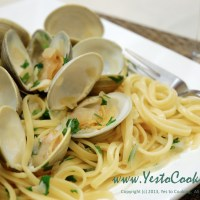 Linguine with Little Neck Clams in White Wine Sauce