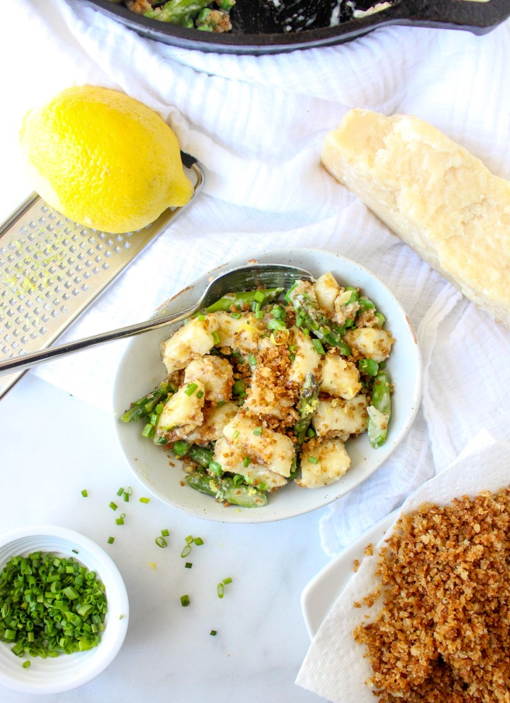 Ricotta Gnocchi with Asparagus, Peas, & Garlicky Breadcrumbs | yestoyolks.com