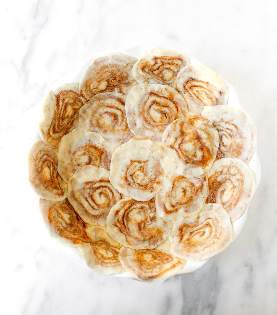 Cinnamon Roll Vanilla Cheesecake Pie
