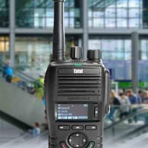 photo of an entel dx handheld radio