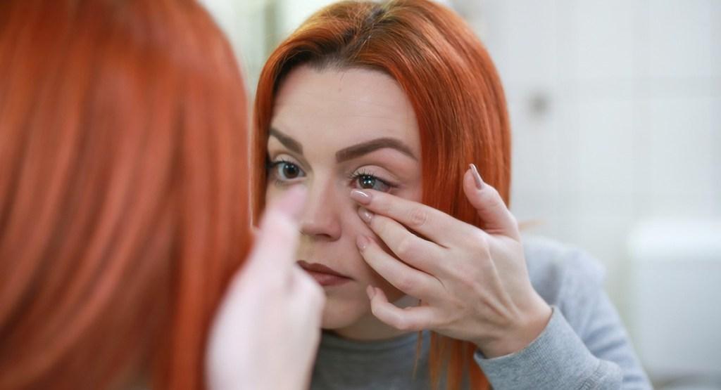 Comment enlever les lentilles des yeux