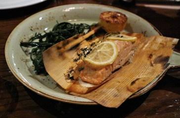 「炭燒雪松木紙卷塔斯曼尼亞三文魚扒」(Tasmanian Salmon)