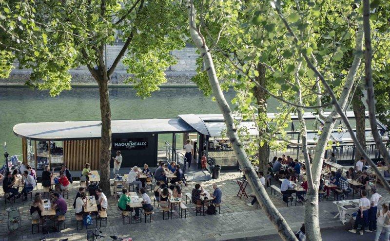Péniche les Maquereaux sur les berges de Seine