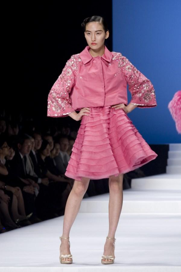Beautiful Lady Fashion Show Pics Yg