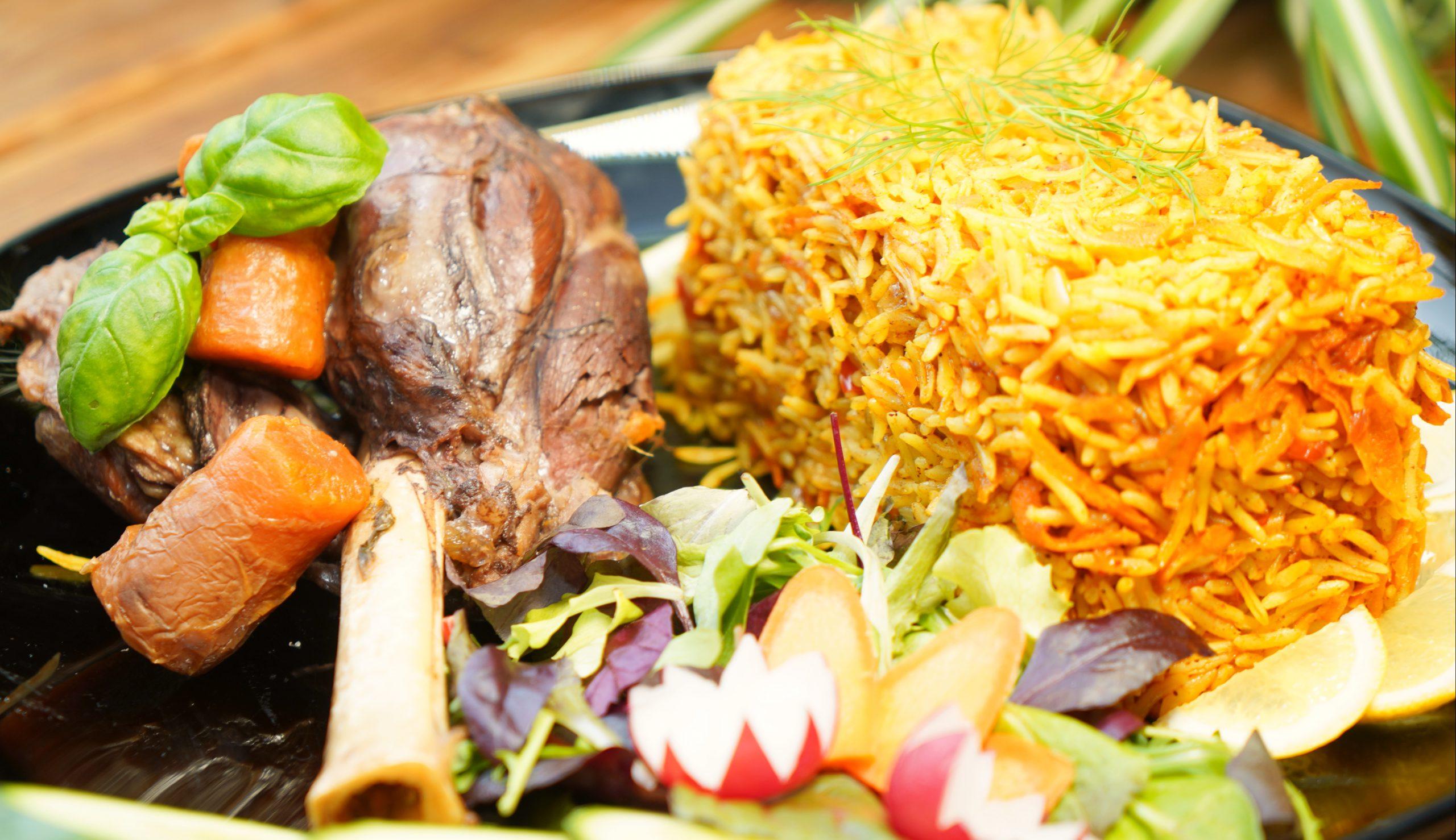 Runderstoof met rijst en groente uit de oven
