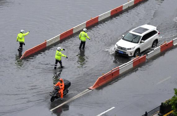 梁之:暴雨把郑州下怕了