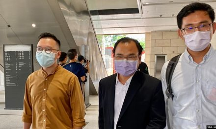 【VOA】香港民主派初选47人被控串谋颠覆案再押后至11月29日提讯