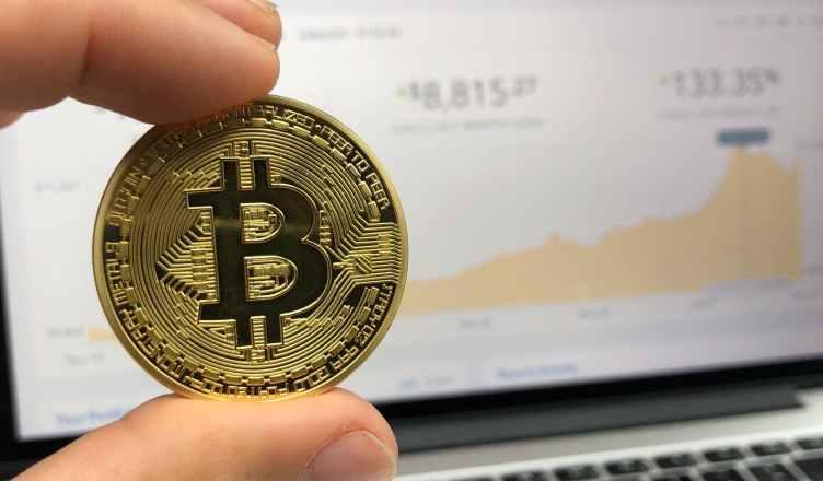 Blockchain y el mundo de los viajes explicado de forma sencilla. Blockchain es una de las palabras más de moda en los últimos tiempos. ¿Pero qué es Blockchain o cadena de bloques? ¿Cómo afectará al mundo de los viajes?