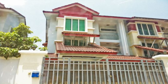 In front Airport | 5 Bedroom Villa For Rent