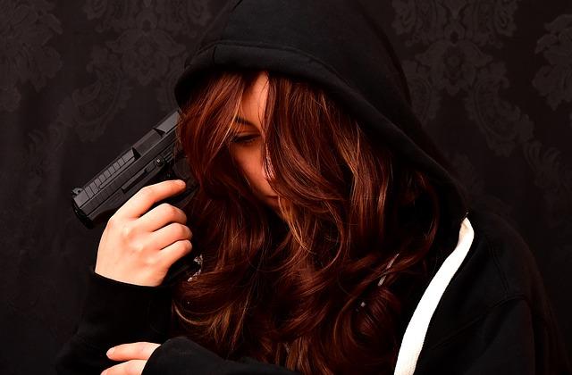 絶望 自殺 拳銃 女性