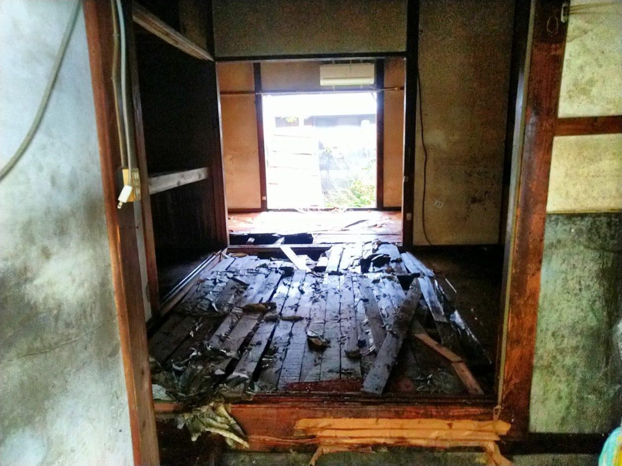 福岡県大牟田市大雨災害ゴミ搬出後の家 ボランティア活動