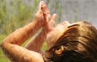 Uống trực tiếp nước mưa có an toàn không?