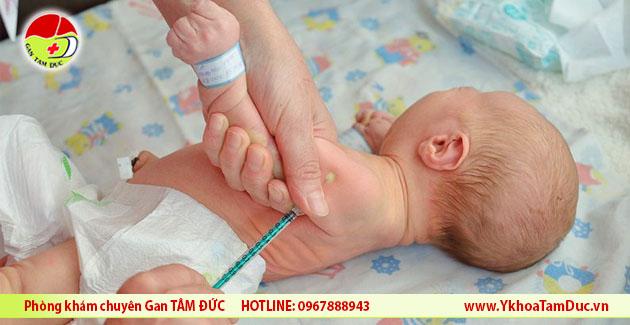 tre so sinh can tiem vacxin viem gan b trong 24 gio