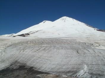 Вид на Эльбрус с Ледовой базы