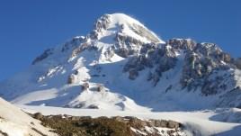 Казбек (груз. Кхазбеги) - высшая точка Грузии 5047 (5033) м. Красивейшая гора!