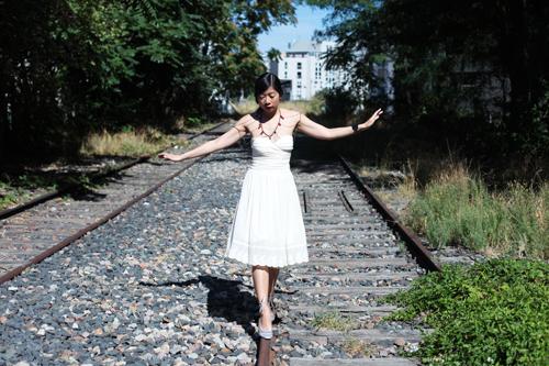 ~ Robe blanche et rails abandonnés (1e partie) ~