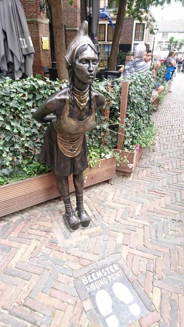 s_キス銅像