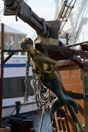 帆船の舳先の彫像