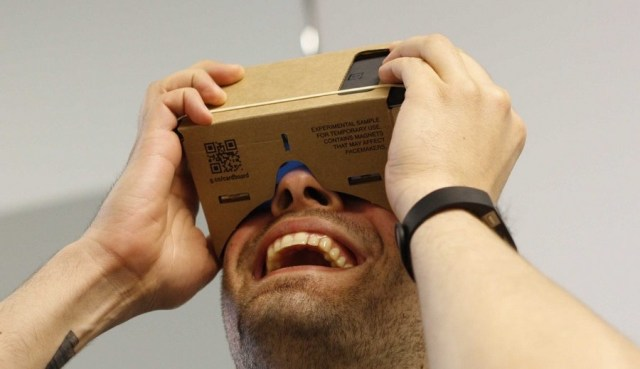 Virtual Reality VR Headset Using Your Phone