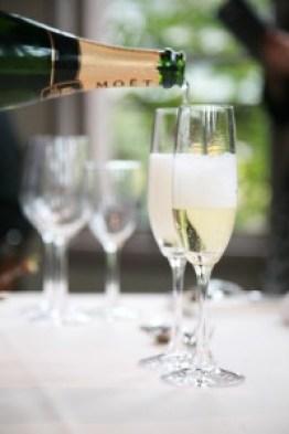 乾杯 ついだグラス