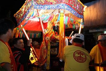 http://wandering-taiwan.blogspot.tw/2009/12/monga-qingshan-king-festival-secret.html