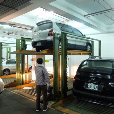 La voiture au parking