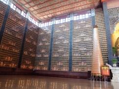 Dans chaque niche, un buddha, il y en a plus de 17 000