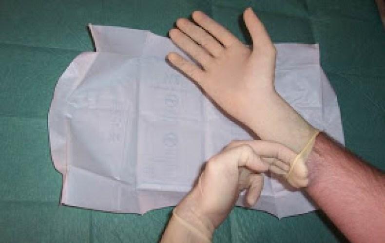 Pasos para la colocación de guantes estériles9