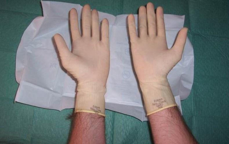 Pasos para la colocación de guantes estériles10
