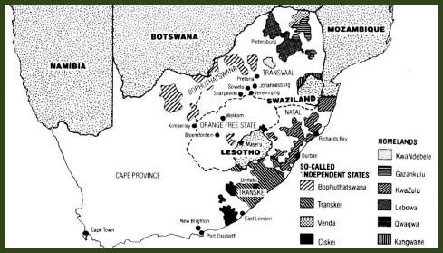 """כך יכלה דרום אפריקה להיראות, אילו משטר האפרטהייד היה מצליח להוציא לפועל את תכנית  הבנטוסטנים שלו. המיקרא מימין מציין את עשׂר """"ארצות המולדת של הבאנטו"""": ארבע ה""""עצמאיות"""" משמאל, השאר מימין. כמעט כולן מפוּצלוֹת. שׂימוּ לב בייחוד לבּוֹפּוּטַצוואנַה, בריבוע המוּשחָר (מפה מלאה שלה -- למטה)                   מקור: South Africa: Time of Agony, Time of Destiny, London 1987"""