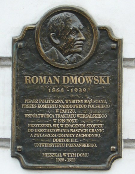 רומן דמובסקי (Dmovski), חוזה פולין הקטנה עם כמה שפחות לא-פולנים. מלחמת העולם השניה העניקה ליורשיו את ששאלה נפשו. כאן הוא נראה על לוח זכרון, שהוקם לכבודו בעיר הפולנית פוזנן (המקור: Wikimedia)