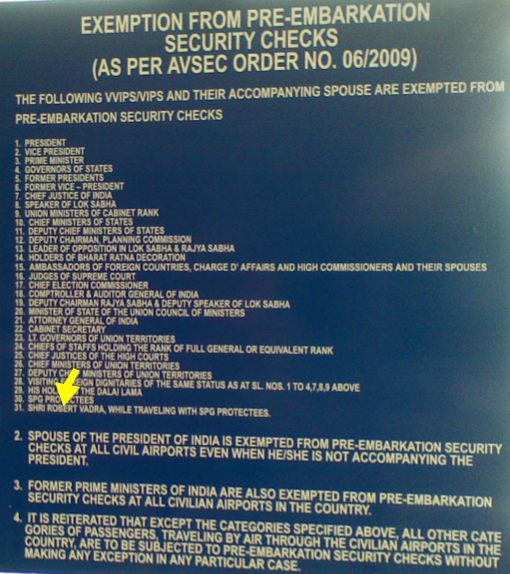 רשימת הקטגוריות הפטורות מחיפוש בטחוני בנמלי תעופה בהודו, קטגוריה מס׳ 31: ״האדון (Shri) רוברט וַדרַה, בשעה שהוא מתלווה אל אישים מוּגנים״. שמו הוא היחיד המופיע ברשימה ארוכה של נשיאים, נשיאים לשעבר, ראשי ממשלה, שופטי בית המשפט העליון, מושלי מדינות וכו׳. הקישו-נא כאן לצפות בצילום בגודלו המקורי