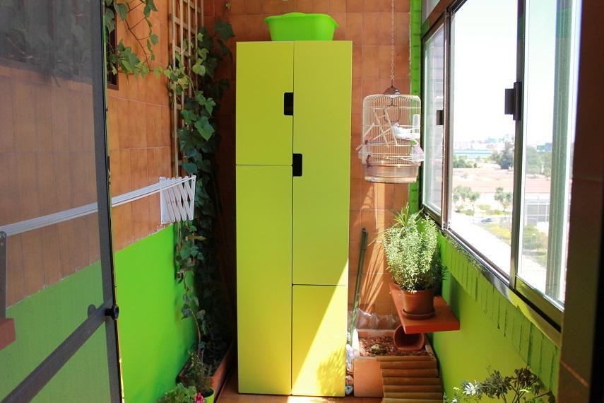 balcón verde y luminoso