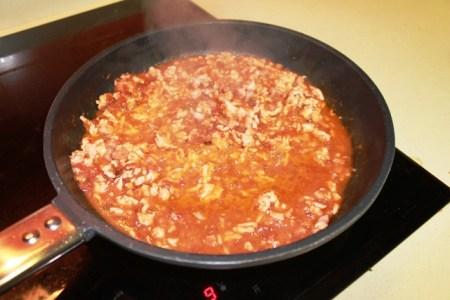 tomate y carne picada