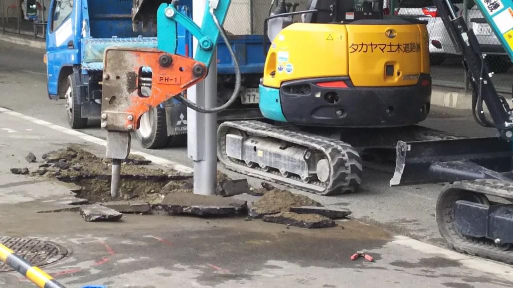 新御堂筋下 工事現場 ショベルカー型掘削機