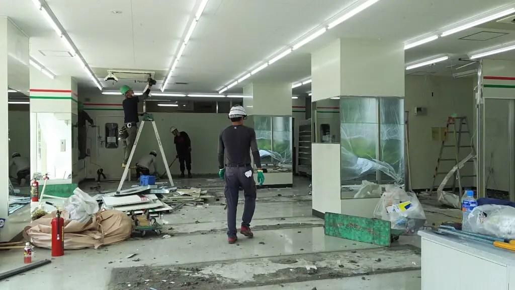 サンクス 新大阪宮原店 店内 解体中 中央