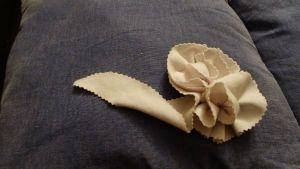 DIY flores y cintas para engalanar cualquier prenda