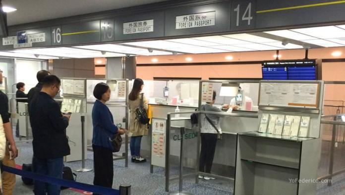Migraciones en el Aeropuerto de Narita, Tokyo, Japón.