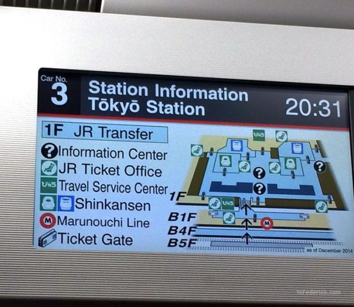 Pantalla informativa del recorrido en el Narita Express, en japonés e inglés alternativamente.