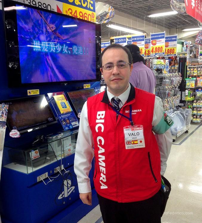 Ignacio, vendedor español de BIC Camera en Shinjuku, Tokyo