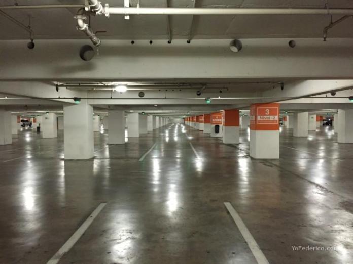 Estacionamiento de Costanera Center, SKY Center, Santiago Chile