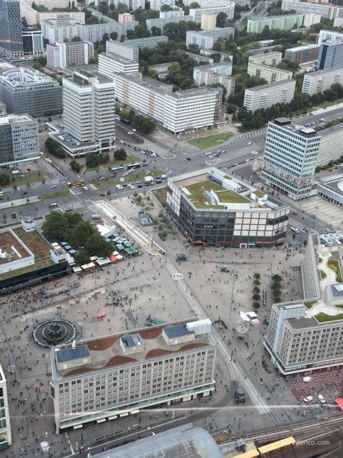 Subimos a la Torre de TV de Berlín 11