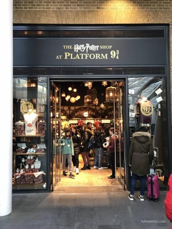 La tienda de Harry Potter en la estación King´s Cross de Londres ... b40f8160903